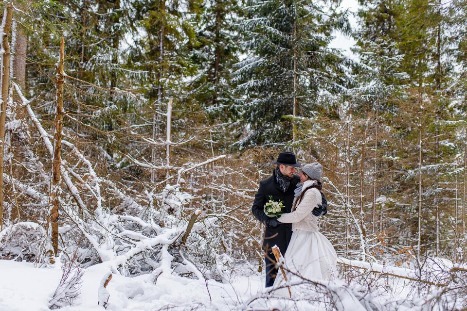 zimowa-sesja-slubna-w-gorach-13