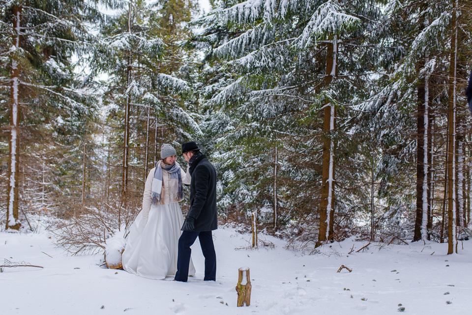 zimowa-sesja-slubna-w-gorach-16
